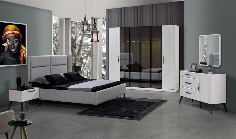 Reina Yatak Odası